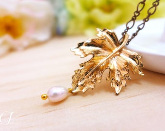 Antique Gold Maple Leaf Necklace, Freshwater Pearl Necklace, Maple Leaf Charm Necklace, Fall Jewelry, Autumn Jewelry, Thanksgiving Jewelry