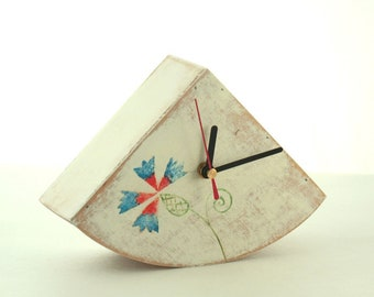 Folk art Table clock, White Desk clock, Wood Clock, Folk Flower Art, Hand painted clock, Rustic style, Cottage decor, Summer Flower ornament