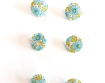6 pretty floral covered buttons
