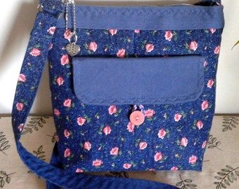 Handbag made of pink flowered cotton on a dark blue background and plain blue denim canvas, multiple pockets, closed with zipper,