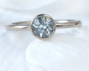 Solitaire Aquamarine Ring in 18k White Gold - Eco Friendly - Handmade to Size