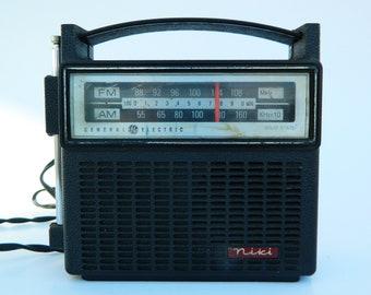 Vintage Radio General Electric AM / FM Dual-Power Solid State Transistor,Vintage Portable Radio, GE Model 7-2818F, 1970s  Audio Electronics