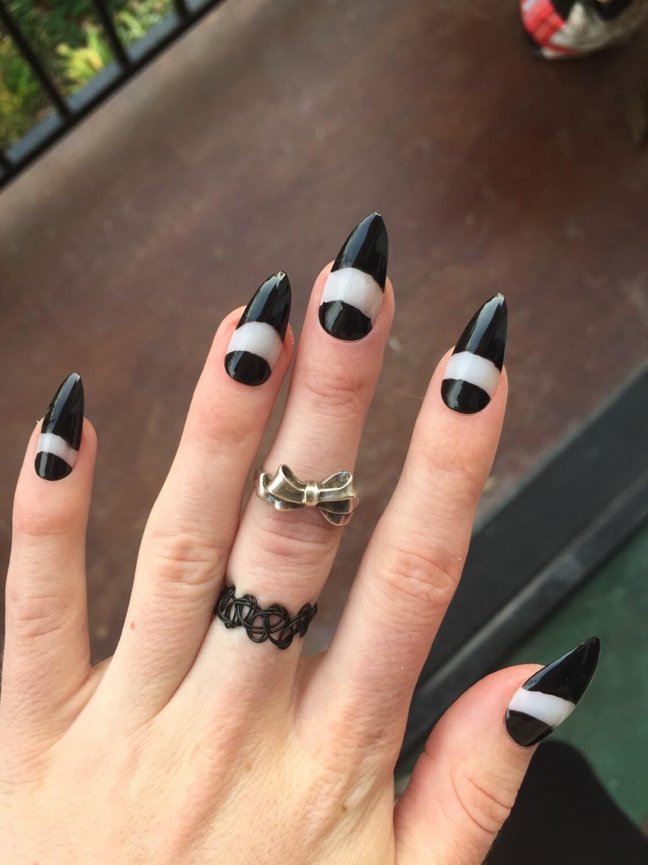 Kylie Jenner Stiletto Nails 24 schwarz und negativen Raum