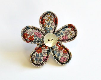 Sewn flower brooch, flower brooch, sewn flower pin, Liberty fabric brooch, flower badge, flower pin, fabric flower pin, flower pinback