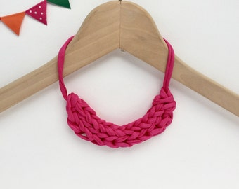 Pink T-shirt yarn necklace - Gift for teacher - Bright pink knit necklace - stocking filler - Pink knitted necklace - Pink jewellery