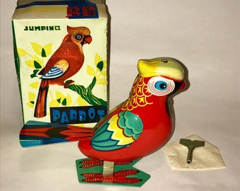 Vintage Ton Litho Wind Up Toy Bird Jumping Parrot 1980s Made in China original box and key