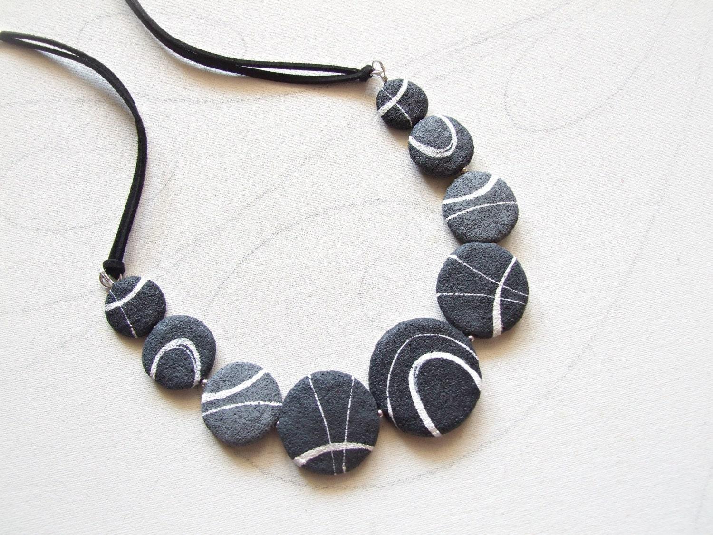 Gioielli design moderno collana con sassi tondi bijoux for Design di gioielli