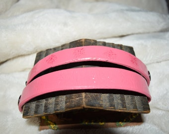 Clearance pricing to move old stock - Leather bracelets pink - these are available now
