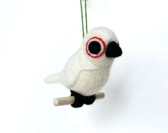 White felted wool bird. By LaPoissonnerie