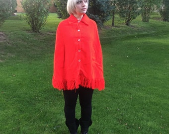 Red 60s Poncho // Vintage Sweater Poncho // Button Up Fringe Cape // Lightweight Poncho Cardigan // Mod Cape Medium Large