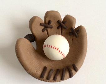 Baseball Mitt fondant cake topper