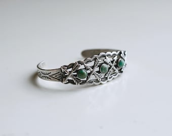1920s Native American silver and green turquoise arrows cuff / 20s 30s vintage trading post southwestern cuff bracelet made by Maisels