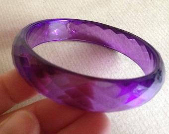 Purple faceted plastic lucite bangle retro design