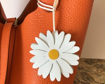 "Double-Sided Leather ""Snap"" Daisy Bagcharm"