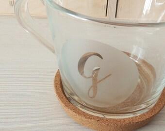 Tazas de cristal para té y café personalizadas con letra o numero con posavasos de corcho y caja personalizada