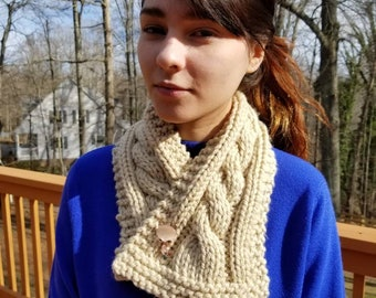 Cable cowl with cute kitty pin closure.