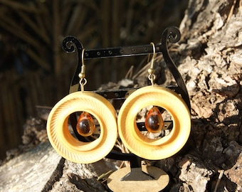 Earrings hand turned in boxwood of Herault with Center Pearl drop