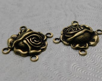 LuxeOrnaments kleine oxidiert Messing filigrane Rose 4-Ring-Anschluss (Qty 2) AT-6636-4-B
