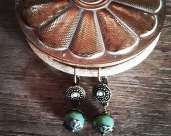 """Pin-up chic green"" - Vintage - Retro - pinup - handmade - Artisan - France - Bronze - Green earrings"
