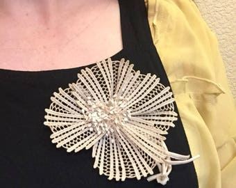 Large vintage 1930s ivory beige lace flower corsage or brooch / pin - wedding or just for fun