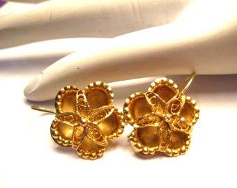 Elegant 23K Yellow Gold Flower Earrings Wire Hook Pierced 3.2 grams