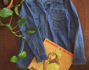 Vintage 70s denim shirt jacket / Unisex Boho Hippie denim jean shirt
