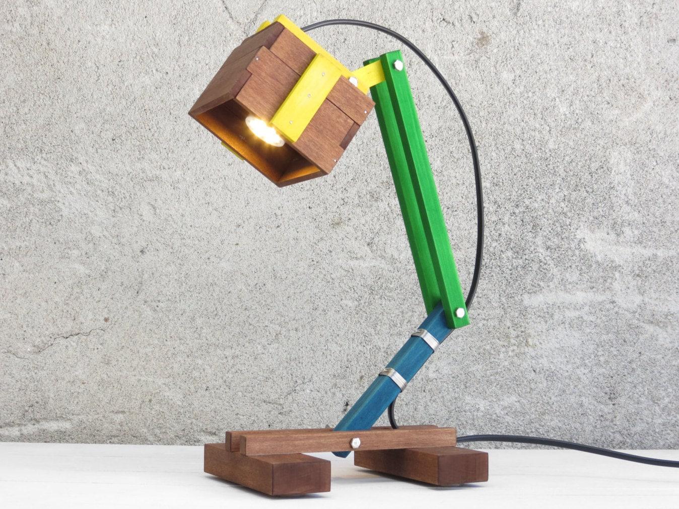 lampe en bois pour enfant lampe color e lampe de bureau. Black Bedroom Furniture Sets. Home Design Ideas