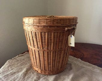 Fabulous Vintage wicker lidded storage / laundry basket. My Vintage home.