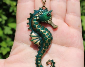 1 seahorse pendant with chain 74 X 35 X 5-6 MM.