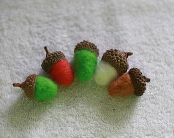 Set of 5 Felted Acorns ,Acorn Ornaments, Needle felt Acorn with real acorn tops, Little Gift. Christmas Tree Decorations.