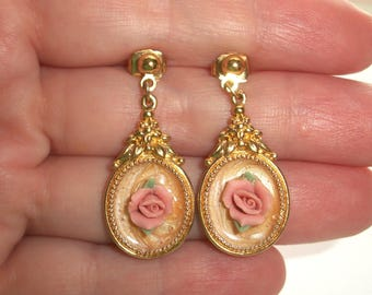 Vintage Circle Dot Avon Pink Rose Dangle Earrings,Peach enamel,feminine,pretty,Gold tone,Pre-owned