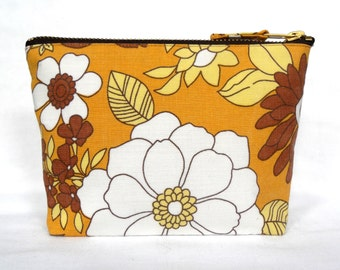 1970's Cotton Retro Vintage Fabric Make Up Bag, zipped Cosmetics Purse Big Floral Print in Caramel and Brown