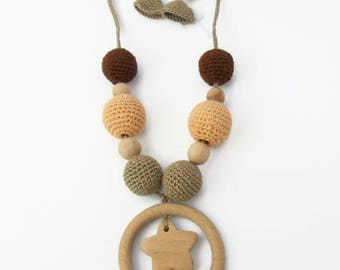 Breastfeeding necklace for moms in wood and cotton-circle and star