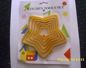 "set of 6 molds shaped yellow plastic ""Star"""