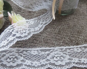 Beautiful white lace of 3.4 cm wide