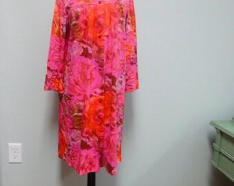 Robe courte années 1960 chaud rose Vanity Fair, Rose, Hortensia aquarelle florale