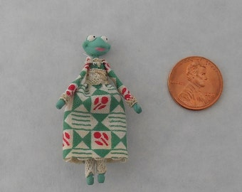 Lady Frog Scale Dollhouse Miniature. For use in doll house, doll trunk or miniature room box. A fairy tale collectable. Tiny Doll