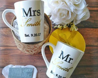 couples mug set - Engagement gift - personalized wedding gift - wedding coffee cups - Mr and Mrs coffee cups - wedding gift set