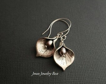 Silver calla lily earrings with grey freshwater pearls, Silver lily earrings, Grey calla lily earrings, Silver flower earrings