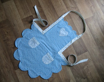 Double sided apron with heart in blue and white