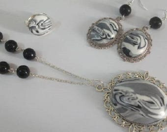 Set a long necklace, earrings and ring