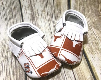 UT Longhorns - Baby Shoes Moccasins - Handmade Moccs // Baby Moccs // Football Moccasins // *Pattern May Vary* // Baby Moccasins //