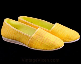 Size 6.5 Yellow Shoes - Casual Tiki Chic Slip On Shoe - 1960s Spring & Summer Flats - Soft Rubber Soles - 60s Deadstock - 6 1/2 M - 47096