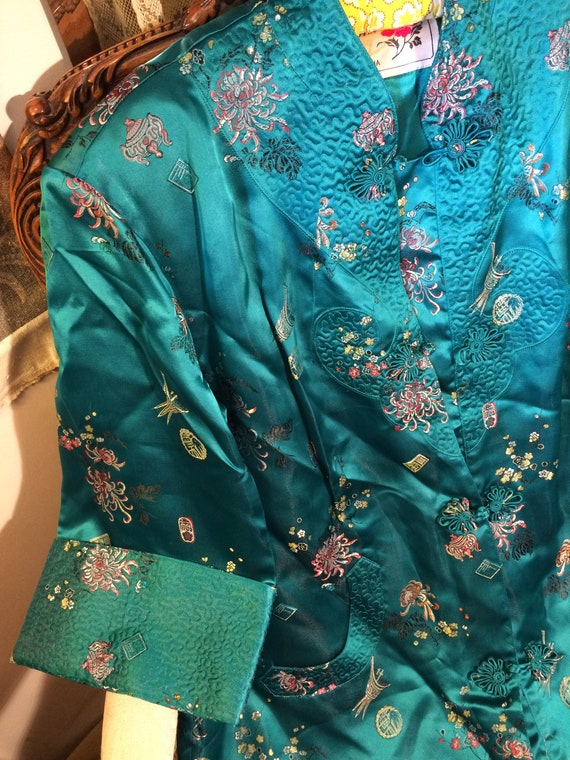 Stunning 50's heavy satin embroidered brocade oriental coat/dressing gown. 42x40 length