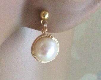 Pearl stud post earrings