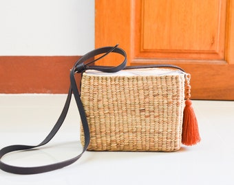 Free tassel keychain • Straw bag • Thai Weaving seagrass(water hyacinth) • crossbody bag • square bag • dark brown leather strap