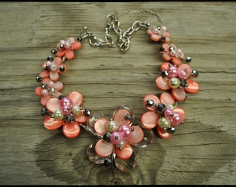 Wired Flowers necklace with pearls shells and