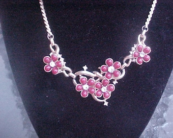 """Charming vintage gold tone Necklace with Dark Red """"Flowers"""" and accented with Rhinestones"""