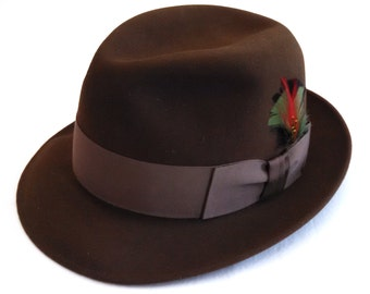 Brown 1970's Dobb's Fifth Avenue men's fedora, size 6 7/8, boxed