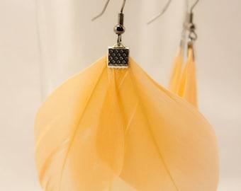 Earrings: Elegance and lightness